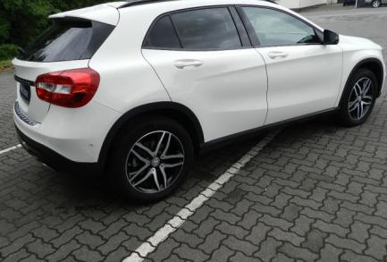 Mercedes-Benz GLA 200 d 4M Panorama Navi  Urban Pano.-Dach/BC