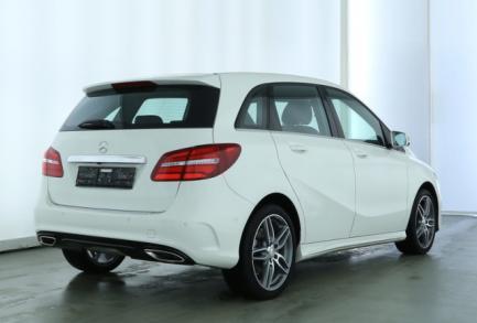 Mercedes-Benz B 200 AMG PANORAMA LED NAVI PTS AHK KEYESS GO
