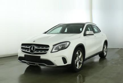 Mercedes-Benz GLA 180 URBAN 7G PANORAMA LED NAVI el. HECKKL.